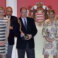 Le prince Albert a remis le trophée du vainqueur à l'Australien Mark Webber, victorieux pour la deuxième fois à Monaco.   La princesse Charlene a suivi le Grand Prix de Monaco, le 27 mai 2012, entre le prince Albert, la comtesse Sophie de Wessex et les frères Andrea et Pierre Casiraghi, avant de prendre part à la cérémonie de remise des trophées, à l'issue de la victoire de Mark Webber.