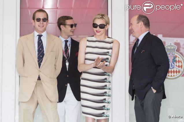 La princesse Charlene assistait aux côtés du prince Albert et de ses neveux Andrea et Pierre Casiraghi au Grand Prix de Monaco, le 27 mai 2012. A l'issue de la course, elle remettait le trophée du deuxième, l'Allemand Nico Rosberg.