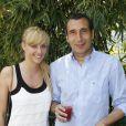 Zinedine Soualem et Julie Nicolet posent à Paris, dans les coulisses du tournoi de Roland-Garros, le mardi 29 mai 2012.