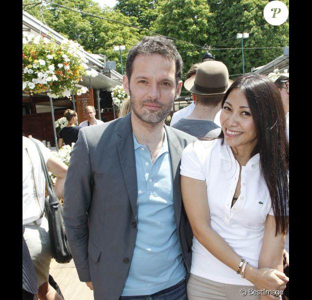 Anggun et son mari Cyril Montana posent à Paris, dans les coulisses du tournoi de Roland-Garros, le mardi 29 mai 2012.