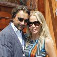 Henri Leconte et sa femme Florentine posent à Paris, dans les coulisses du tournoi de Roland-Garros, le mardi 29 mai 2012.