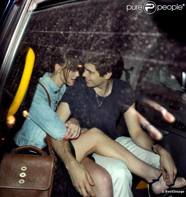 Keira Knightley et James Righton dans un taxi de Londres, le 30 mai 2012.