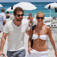 Michelle Hunziker et le beau Tomaso Trussardi sur une plage de Miami, le 2 juin 2012.
