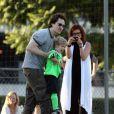 Debra Messing et son mari Daniel Zelman avec leur fils Roman en octobre 2009.   Debra Messing a déposé le 5 juin 2012 sa demande de divorce d'avec son mari depuis 2000, Daniel Zelman. Leur séparation remonterait à février 2010. L'actrice fréquente depuis décembre 2011 l'acteur Will Chase, son partenaire dans la série  Smash .