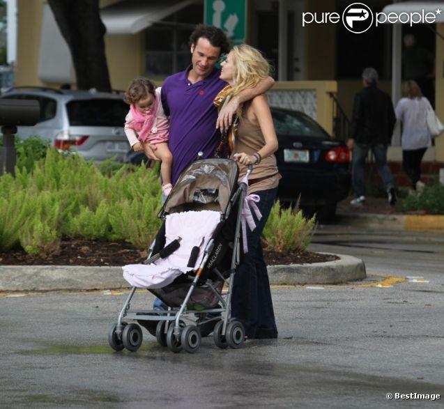 Carlos Moyà, sa femme Carolina et leur fille Carla le 14 février 2012 à Miami