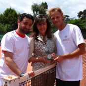 Arnaud Lemaire triomphe de Cyril Hanouna et trinque avec Estelle Denis