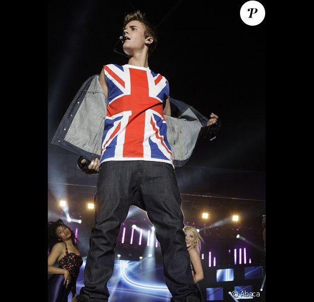 Justin Bieber se produit dans le cadre du concert Capital FM Summerball 2012, au Wembley Stadium, à Londres.