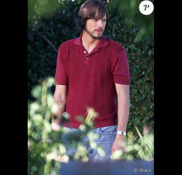 Ashton Kutcher est Steve Jobs, sur le tournage de Jobs, le 13 juin 2012 à Los Angeles.