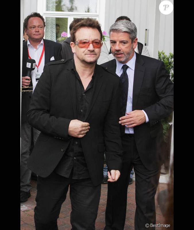 bono lors d 39 un forum oslo le lundi 18 juin apr s avoir rencontr l 39 opposante birmane aung san. Black Bedroom Furniture Sets. Home Design Ideas