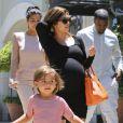 Kanye West et Kim Kardashian en balade avec Kourtney Kardashian et son fils Mason, à Los Angeles, le 29 juin 2012.