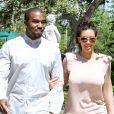 Kanye West et Kim Kardashian  en balade avec la famille  , à    Los   Angeles , le 29 juin 2012.
