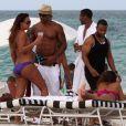 Shemar Moore à la plage avec des amis à la plage avec ses amis le 3 juillet 2012 à Miami