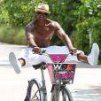 Shemar Moore fait un peu de vélo à Miami le 3 juillet 2012
