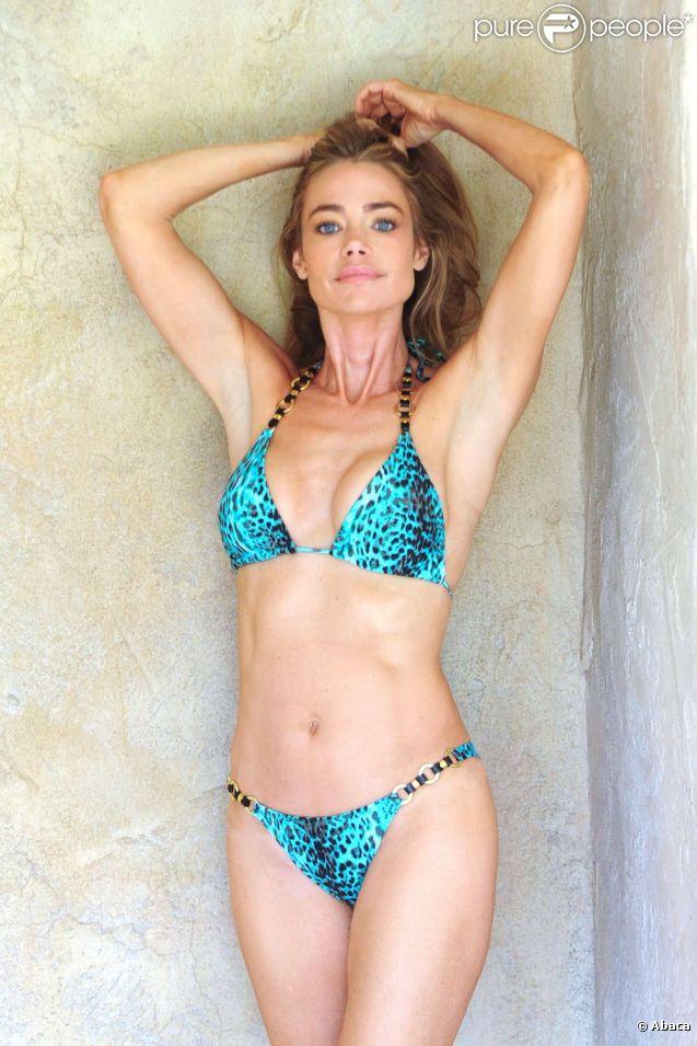 Denise Richards ultra sexy pour une séance photo, à Encino le 4 juillet 2012
