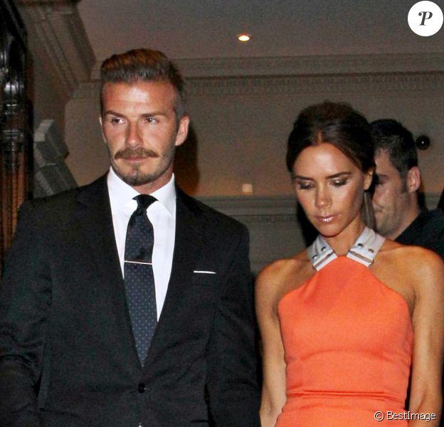 David et Victoria Beckham, couple amoureux et ultra stylé pour l'anniversaire de Simon Fuller. Londres, le 9 juillet 2012.