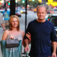 Kelsey Grammer et sa femme Kayte Walsh enceinte dans les rues de Los Angeles le 1er juilet 2012