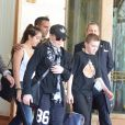 Madonna sort de son hôtel du Ritz à Paris le 14 juillet 2012 avec ses enfants Lourdes et Rocco