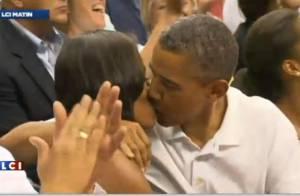 Michelle Obama et Barack Obama : Tendre baiser devant une foule en délire