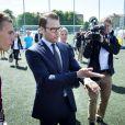 Le prince Daniel de Suède assistait le 16 juillet 2012 au tournoi Gothia Cup, au complexe Heden de Göteborg.