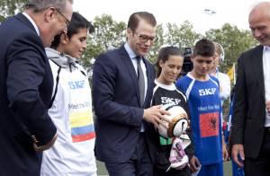 Prince Daniel : Idole des jeunes lors d'un tournoi, avant les JO avec Victoria