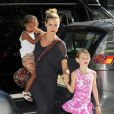Heidi Klum avec ses filles Leni et Lou au Children's Museum of Arts, à New York, le 24 juillet 2012