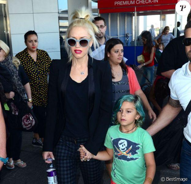 Gwen Stefani et son fils coloré Kingston arrivent à l'aéroport JFK le 24 juillet 2012 à New York