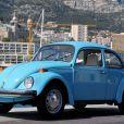 Cette coccinelle turquoise de 1978 s'est vendue... 18 000 euros ! Le prince Albert de Monaco s'est séparé le 26 juillet 2012, lors d'une vente aux enchères administrée par Artcurial tandis qu'il se trouvait à Londres pour les JO, d'une partie de la collection de voitures historiques de son père feu le prince Rainier III. L'argent récolté doit servir à renouveler et optimiser la collection.