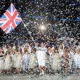 Le porte-drapeau de la Grande-Bretagne Chris Hoy,  pistard et triple champion olympique 2008, lors de la cérémonie d'ouverture des Jeux olympiques de Londres 2012. 27 juillet