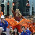 Le prince Willem-Alexander et la princesse Maxima des Pays-Bas avec leurs filles les princesses Catharina-Amalia (8 ans), Alexia (7 ans) et Ariane (5 ans) dans les gradins de l'Aquatics Centre des Jeux olympiques de Londres le 29 juillet 2012, en feu devant la médaille d'argent des nageuses hollandaises dans le relais 4 x 100 m nage libre féminin.