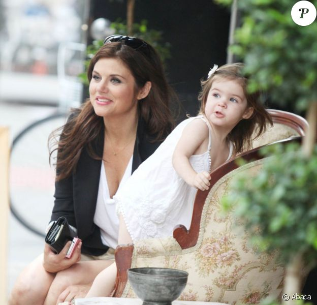 Tiffani Thiessen en promenade avec sa fille Harper à New York le 31 juillet 2012