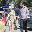 Michelle Williams, sa fille Matilda et son compagnon Jason Segel très complices à Los Angeles le 6 août 2012 à la sortie du cours de gym de la petite fille