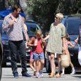 Michelle Williams et Jason Segel, tout sourire après être allés chercher Matilda, petite fille de l'actrice le 6 août 2012 à Los Angeles