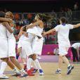 Les filles de l'équipe de France jubilent après avoir obtenu leur qualification pour la demi-finale du tournoi olympique à Londres le 7 août 2012 face à la République Tchèque