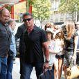 Sylvester Stallone et sa petite famille quittent l'aéroport, après avoir atterri à Paris, le mercredi 8 août 2012.