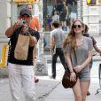 Antonio Banderas et sa fille Stella à New York, le 8 août 2012- L'acteur prend en photo les photographes