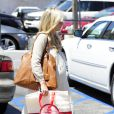 Sarah Michelle Gellar, enceinte, fait du shopping à Westwood le 9 août 2012
