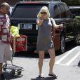 Charmante, Anna Faris enceinte à Los Angeles le 9 août 2012