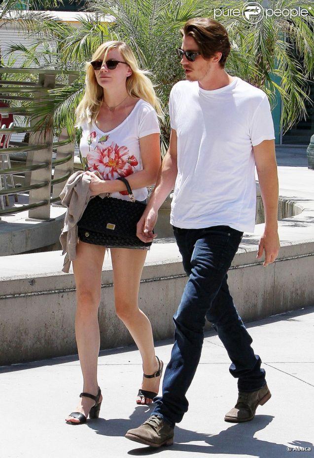 Kirsten Dunst et son petit ami Garrett Hedlund à Los Angeles, le 11 août 2012.