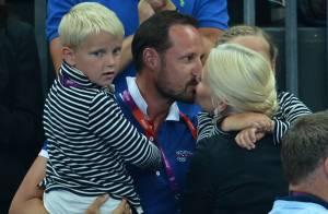 Prince Haakon et Mette-Marit: Ultime baiser aux JO devant leurs enfants fatigués