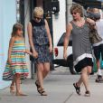 Michelle Williams, sa maman et sa fille Matilda font du shopping à Los Angeles, le 16 août 2012
