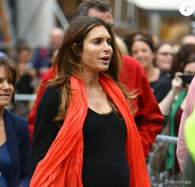 Ayda Field sur le tournage du nouveau clip de son mari Robbie Williams, le 16 août 2012 à Londres, enceinte de huit mois de leur premier enfant.