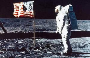 Mort de Neil Armstrong : Les images de son exploit qui a marqué l'Histoire...