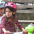 Katie Holmes et sa fille Suri sont allées dans un parc à West Village pour se dépenser un peu. Le 25 août 2012. La fillette s'est amusée sur son vélo rose !