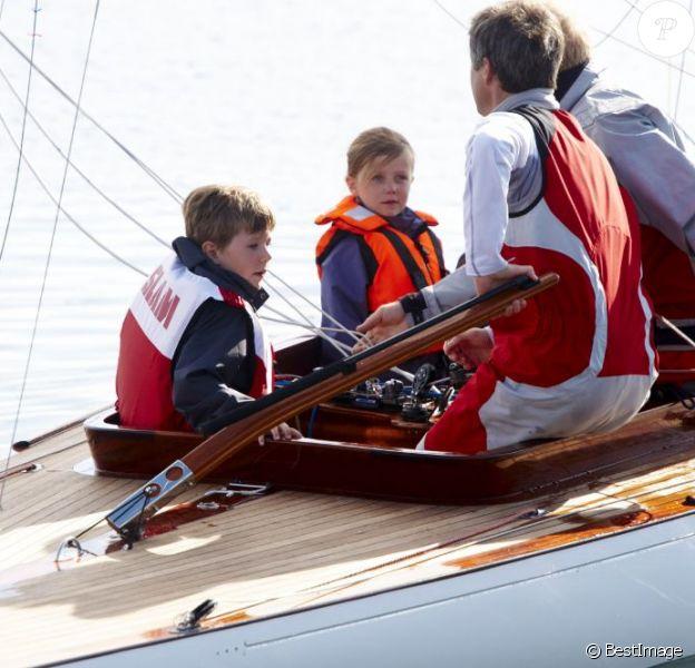 Le prince Frederik de Danemark a fait une sortie en mer avec ses enfants le prince Christian et la princesse Isabella, à Bastad le 25 août 2012, en marge de sa participation aux Nordic Sailing Masters, qu'il disputait en classe Dragon.