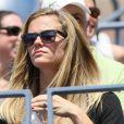 Brooklyn Decker sous le soleil au premier match de son mari Andy Roddick lors du premier tour de l'US Open au Billie Jean National Tennis Center de Flushing Meadows à New York le 28 août 2012