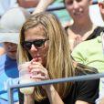 Brooklyn Decker détendue lors du premier match de son mari Andy Roddick lors du premier tour de l'US Open au Billie Jean National Tennis Center de Flushing Meadows à New York le 28 août 2012
