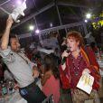 Edouard Baer fait tourner sa serviette près de Régine à l'occasion d'une soirée caritative pour l'association Les Puits du Désert, au domaine de Bertaud-Belieu, au coeur de presqu'île de Saint-Tropez, le 30 août 2012.