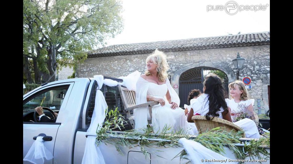 Charlotte de turckheim arrive sur un pick up son mariage avec zaman hachemi la mairie d - Charlotte de turckheim et son mari ...