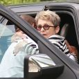 Exclu - Betty Palmer, mère de Johnny Depp, se fait aider pour atteindre le restaurant Ago à West Hollywood. Le 30 août 2012.