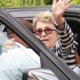 Exclu - Betty Palmer, mère de Johnny Depp, est sortie de l'hôpital et se fait aider pour atteindre le restaurant Ago à West Hollywood. Le 30 août 2012.